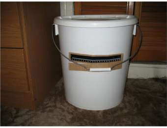 beer fermenter with thermometer strip